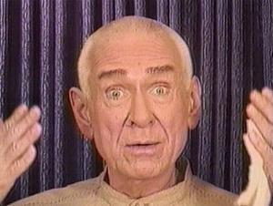 Der UFO-Guru Marshall Applewhite der UFO-Sekte Heavens Gate während einer Video-Botschaft (Bild: WikiCommons/gemeinfrei)