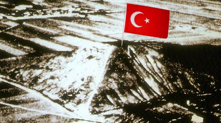 """Die """"Weiße Pyramide"""" in China – in Wahrheit einst von den Türken erbaut? (Bild Archiv L. A. Fischinger / US Air Force)"""