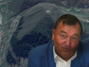 Erich von Däniken bei den Pyramiden in Bosnien (Bild: L. A. Fischinger / Google Earth)