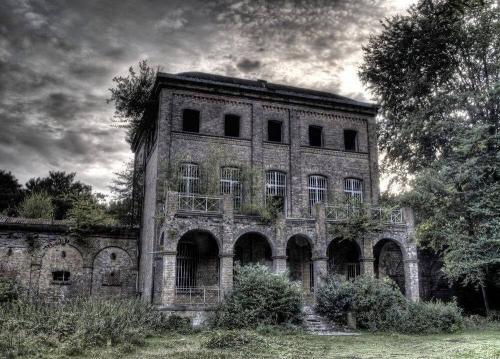 """Die """"Geister-Villa"""" Haus Fühlingen in Köln steht vor dem Umbau (Bild: Ch. Wellmann)"""