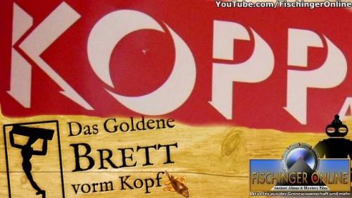 """Das """"Goldene Brett vorm Kopf"""" 2014 verliehen Skeptiker dem KOPP-Verlag """"für sein Lebenswerk"""" (Bild: Kopp Verlag / L. A. Fischinger / WikiCommons/CC BY-ND 3.0)"""