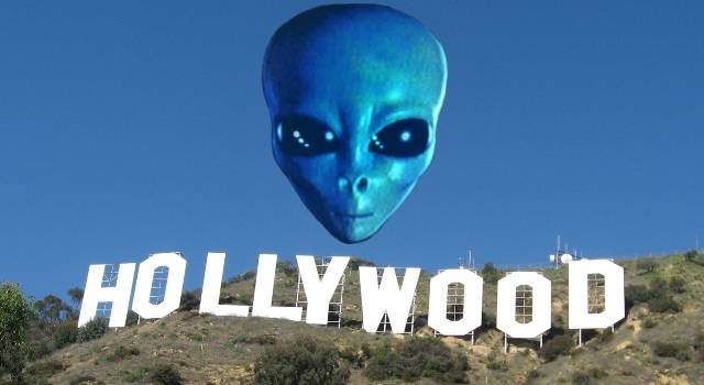 """Hollywood und Aliens - nicht unbedingt ein """"Traumpaar"""" (Bild: gemeinfrei / Bearbeitung: L.A. Fischinger)"""