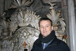 Lars A. Fischinger in der Grabeskirche vor dem Grab Jesu: Alles ein Fake? (Bild: L.A. Fischinger)