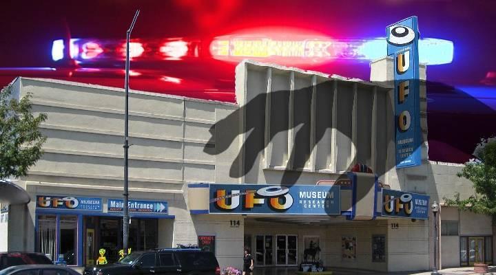 """Neuer """"UFO-Vorfall"""" in Roswell: Langfinger stahlen ein UFO-Modell aus dem internationalen UFO-Museum von Roswell (Bilder: gemeinfrei / Montage: L. A. Fischinger)"""