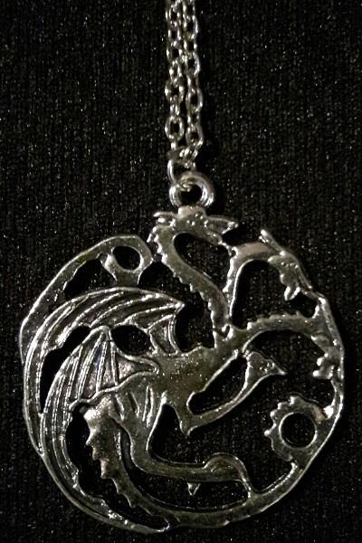 """Kette mit Drachen-Anhänger: Das Wappentier der Targaryen mit drei Köpfen von """"Game of Thrones"""". Im Mystery-Shop von Fischinger-Online"""