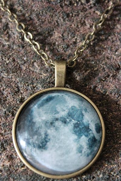 """Kette mit Mond-Anhänger - Schutzamulett: Im Einklang mit der Kraft des Mondes """"Luna"""" im Mystery-Shop von Fischinger-Online"""