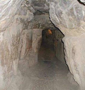 Der Schacht des Kalifen Al-Mamun aus dem 9. Jahrhundert, der heute die Besucher in die Cheops-Pyramide führt (Bild: L. A. Fischinger)