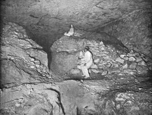 """Teilansicht der sog. """"unvollendeten Grabkammer"""" tief unten in der Cheops-Pyramide (Bild: gemeinfrei)"""