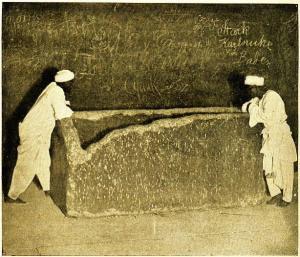 Der Granit-Sarkophag in der großen Pyramide: Lag in diesem ein weiterer Sarkophag, der noch bis ins 12. Jahrhundert in Kairo zu sehen war? (Bild: gemeinfrei)