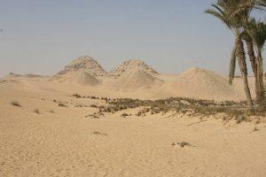 Teilansicht des Pyramiden von Abusir, südlich von Gizeh. Auch hier wurden Steine als Baumaterial geplündert. (Bild: L. A. Fischinger)