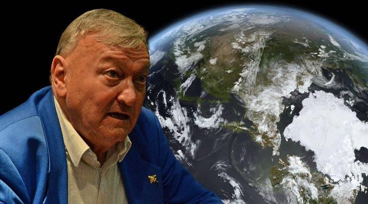 """Erich von Däniken und die """"Migrations-Agenda der Aliens"""": Die Mainstream-Presse bei einem Vortrag von EvD (Bild: NASA/JPL / D. Herper / Montage: L. A. Fischinger)"""