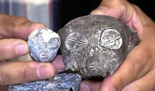 """Die angeblichen """"Alien-Leichen"""" im Vergleich - Zur Großansicht anklicken (Bild: YouTube-Screenshot)"""