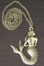 Kette mit Meerjungfrau-Anhänger: Fabelwesen, Mondgöttin und unschuldiges Symbol der Liebe