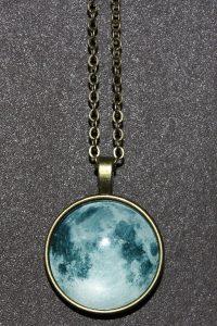 """Kette mit Mond-Anhänger – Schutzamulett: Im Einklang mit der Kraft des Mondes """"Luna"""""""