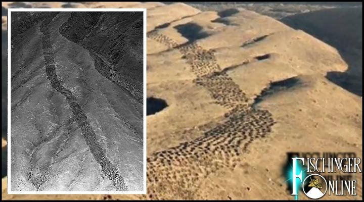 """Das rätselhafte """"Band der Löcher"""" in Peru: ist hier tatsächlich alles geklärt? (Bilder: GoogleEarth / American Museum of Natural History)"""