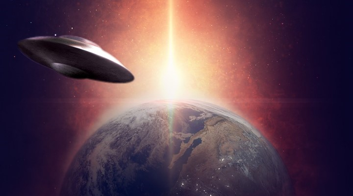 """Jo Wood: """"Ich liebe Aliens und habe UFOs gesehen"""" (Bilder: gemeinfrei / Montage: Fischinger-Online)"""