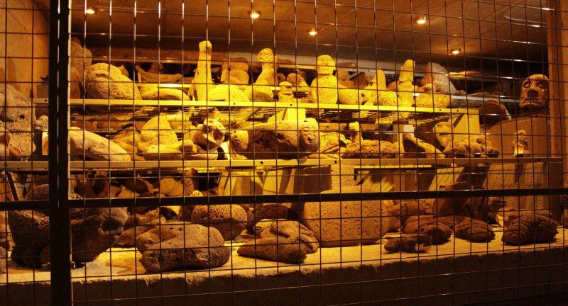 """""""Sammlerstücke"""" von Thor Heyerdahl im Keller des Kon-Tiki-Museum in Oslo (Bild: Fischinger-Online)"""