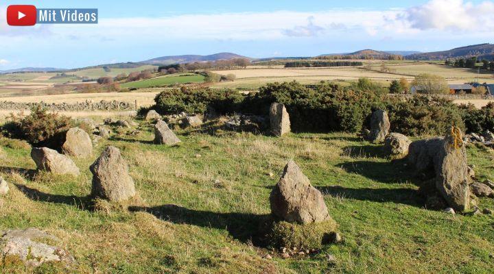 Panne in der Archäologie: Ein angeblich 3.000 Jahre alter Steinkreis in Schottland ist nur rund 20 Jahre alt (Bild: Twitter/Aberdeenshire)