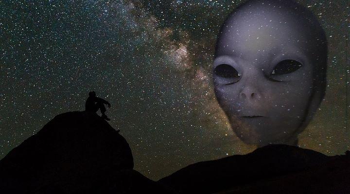 Weltweite Umfrage: Rund die Hälfte der Menschheit glaubt an außerirdisches Leben (Bilder: PixaBay/gemeinfrei / Montage: Fischinger-Online)