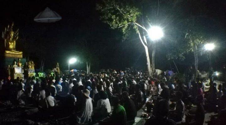 """Nakhon Sawan, die """"Stadt des Himmels"""" in Thailand: UFO-Hotspot und Pilgerstätte eines neuen UFO-Kultes (Bild: UFOkaokala / Montage: Fischinger-Online)"""