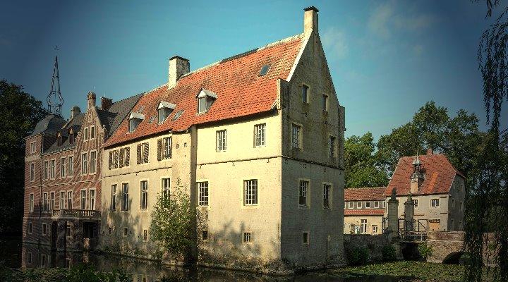 Paranormales im Münsterland: Der WDR begleitet Geisterjäger im Wasserschloss Senden (Bild: Schloss-Senden.de)