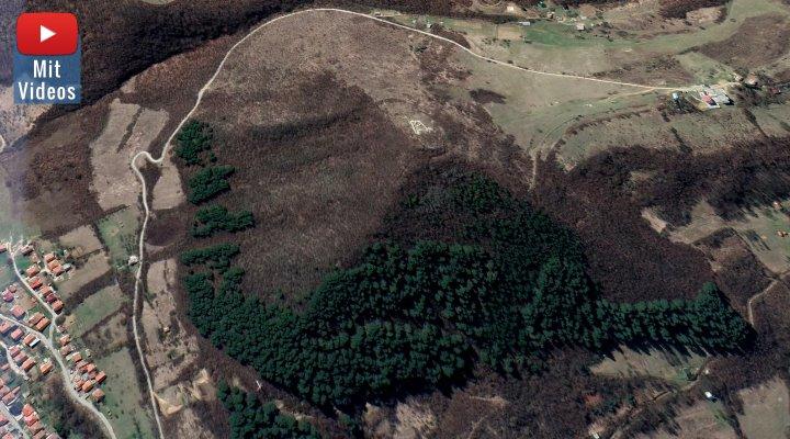 """Die """"Bosnischen Pyramiden"""" und die Touristen - hier """"Sonnenpyramide"""" via Google Earth"""