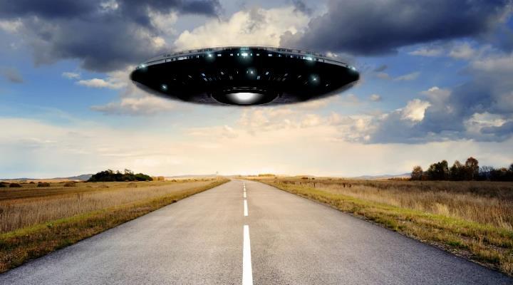 """UFOs: Sind wir allein im Universum? Podcast vom Österreichischen """"Kurier"""" (Bilder: PixaBay/gemeinfrei / Montage: Fischinger-Online)"""
