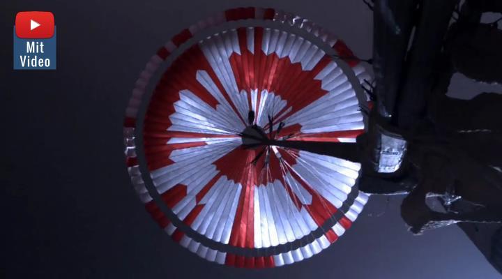 """Landung von """"Perseverance"""" auf dem Mars: Der Fallschirm enthält eine geheime Botschaft (Bild: NASA)"""