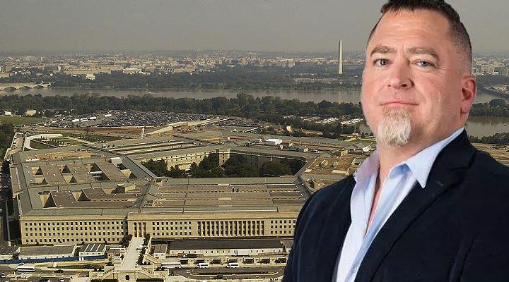 UFO-Whistleblower Luis Elizondo behauptet, dass Pentagon habe ihn bedroht und diskreditiert - jetzt wehrt er sich juristisch (Bilder: gemeinfrei & To The Stars Academy)