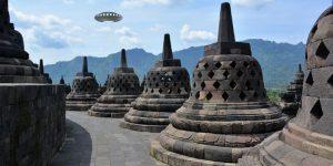 """Aus Respekt vor Corona-Opfer: """"UFO-Tag"""" in Indonesien abgesagt (Bilder: gemeinfrei / Montage: Fischinger-Online)"""