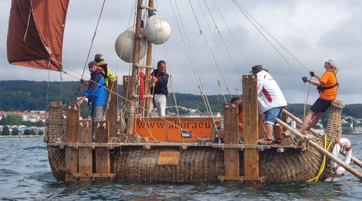 """Trainingsboot """"DILMUN S"""" in der Ostsee vor Rügen: """"Segeln wie die alten Ägypter in Sassnitz"""" (Bild: R. Zürcher)"""